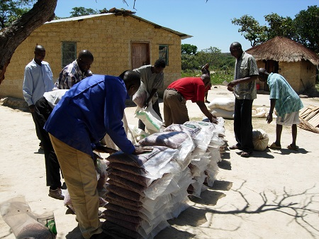 Hammer Simwinga delivers bean seed to farmers
